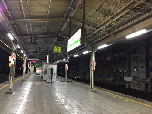 2026年12月28日午前1時25分頃のJR金町駅ホームの様子