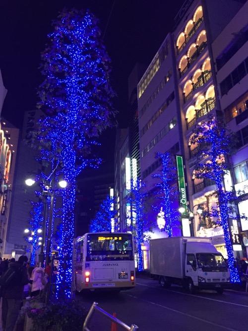 渋谷公園通りの青いイルミネーション-無印良品、GAP付近