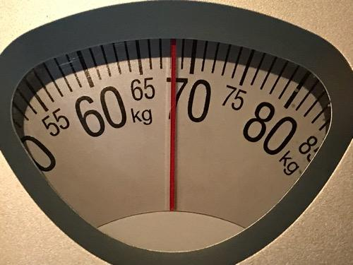 タニタのアナログ計の目盛り(68キログラム)