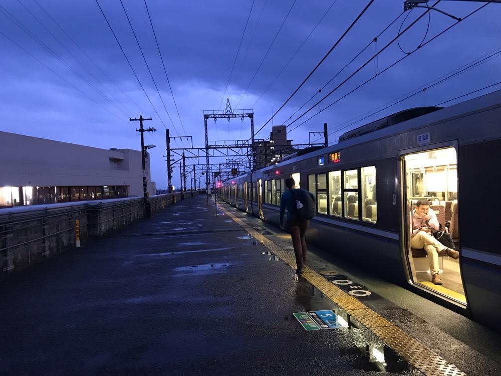 JR和邇駅ホーム、JR湖西線の列車(新快速)