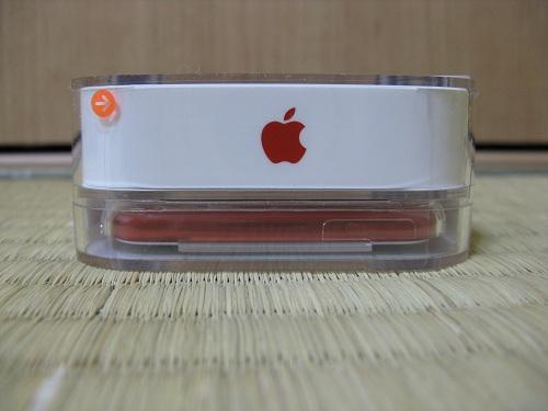 刻印入りiPod touch 32GB - (PRODUCT) REDの写真……iPod Touchの下部