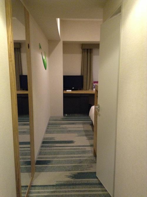 室内の入口から眺めたホテルサンルート有明の室内の様子