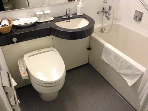 ホテルサンルート有明室内のユニットバス(トイレとお風呂の浴槽)