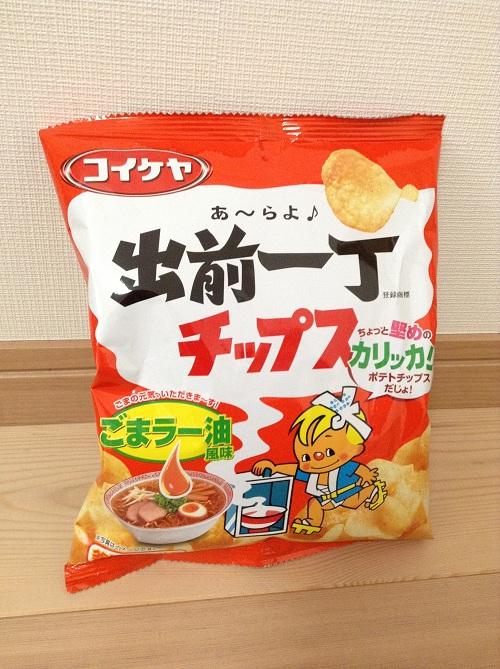 コイケヤ(株式会社湖池屋)「あ〜らよ♪出前一丁チップス ごまラー油風味」(袋の表側)