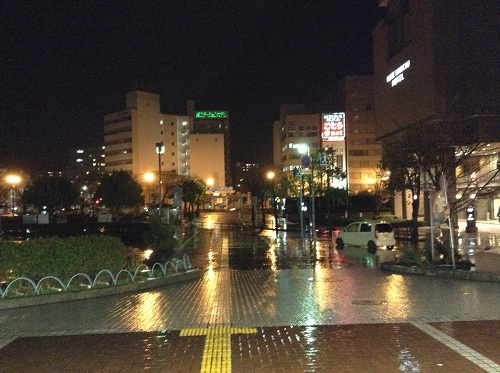 夜のJR呉駅前