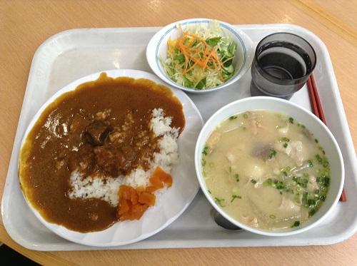 熊本県庁で食べたビーフカレー・サラダ付と豚汁
