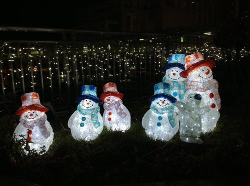 小倉駅・新幹線口(駅の北側)の雪だるまとペンギン(クリスマスイルミネーション)