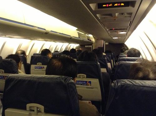 飛行機「ANA 3188便」の内部