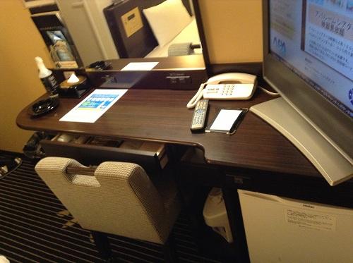アパヴィラホテル 仙台駅五橋の室内の机、椅子など