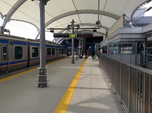 仙台空港駅ホーム(左手が1番乗り場、右手が2番乗り場)