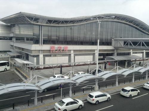 仙台空港駅から見た仙台空港の建物