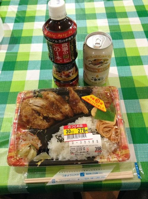 フジ藤原店で購入したお弁当(ロースカツ弁当)