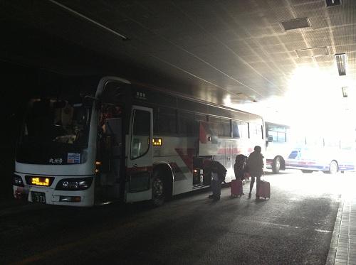 県営バス長崎ターミナルに到着した長崎行の西鉄高速バス