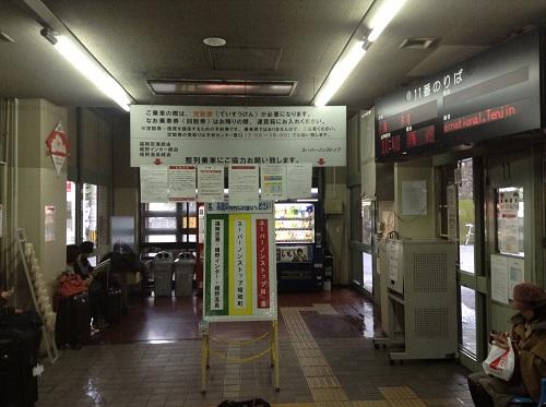 県営バス長崎ターミナルの待合所の中