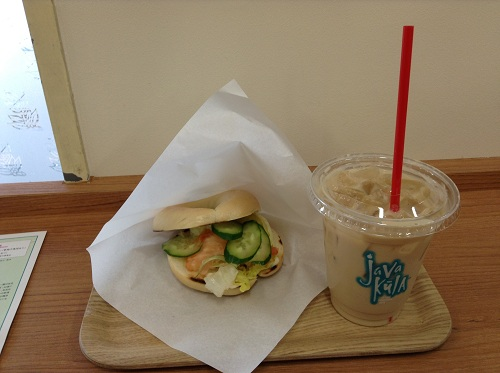 SEATTLE'S BESTS COFFEE(SBC 長崎駅店 長崎県長崎市1-1)で購入した野菜サンドとアイスキャラメル