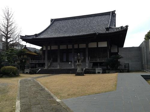 正覚寺本堂と境内