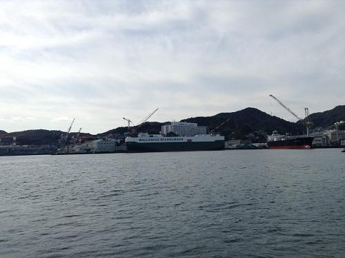 マーキュリー(軍艦島上陸・周遊ツアー船)から眺めた景色(巨大な船:WALLENIUS WILHELMSEN)