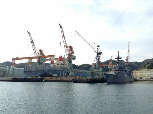 三菱重工業長崎造船所で停泊中の海上自衛隊 護衛艦すずつき