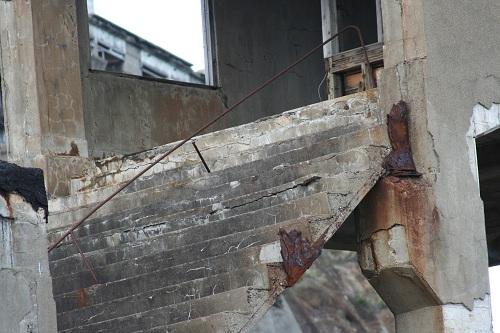軍艦島の第二堅坑坑口桟橋跡の昇降階段