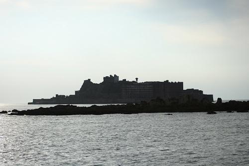 マーキュリー(軍艦島上陸・周遊ツアー船)の船上から眺めた軍艦島(軍艦に見える)