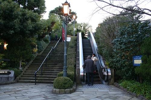 グラバー園入口の階段とエスカレーター