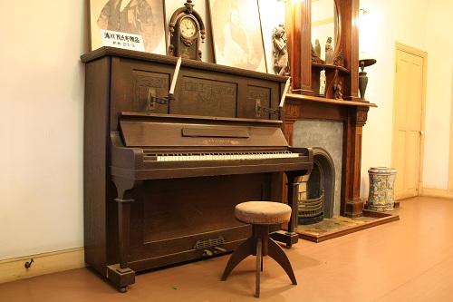 グラバー園・旧グラバー住宅室内にある「A STEINMEYER」と刻印の入ったピアノ