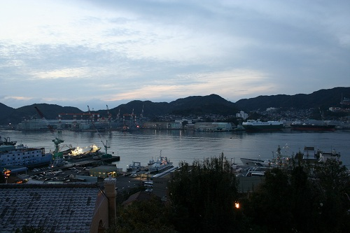 グラバー園・旧グラバー住宅前の庭園から眺めた長崎市街・長崎港の風景