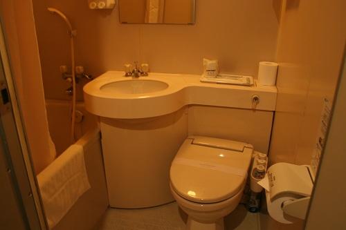 レオプラザホテル佐世保のシングルルーム(禁煙)の室内(お風呂、トイレ、洗面台)