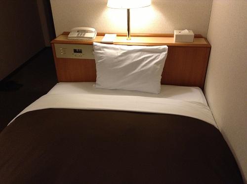 エクストールイン 熊本水前寺(熊本県熊本市出水1-6-16)のシングルルーム室内(ベッド)
