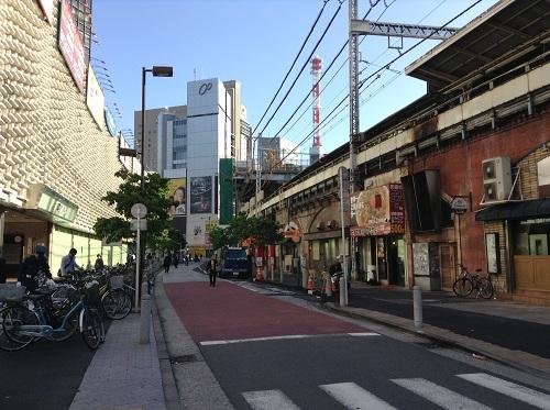 JR新橋駅(東京都港区新橋2丁目) 烏森口前の通り