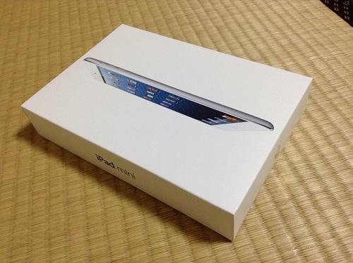 auショップで購入したApple iPad mini本体を収納している箱