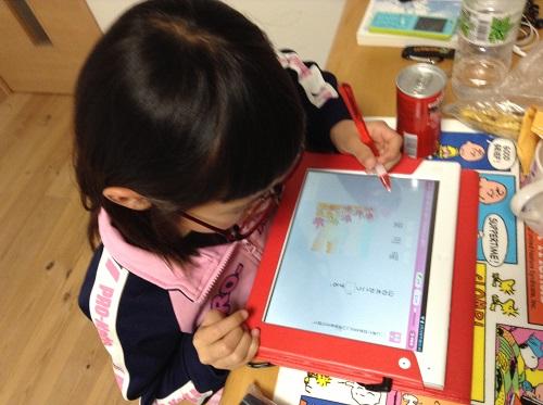 チャレンジタッチで学習するもうすぐ小学三年生の娘