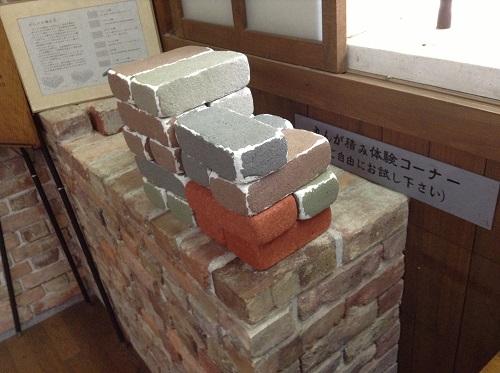 おおず赤煉瓦館(愛媛県大洲市大洲60番地)の資料室内の「れんが積み体験コーナー」