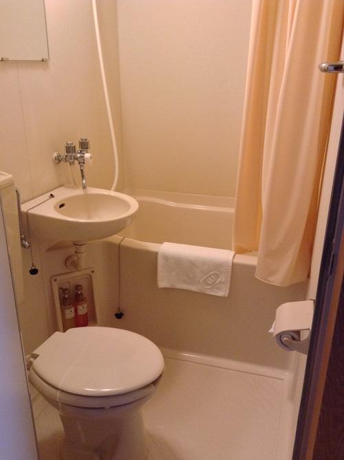 ホテルセレクト愛媛愛南町(住所:愛媛県南宇和郡愛南町広見3367-1)のトイレと洗面台とお風呂