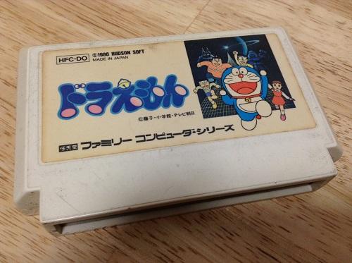「ドラえもん」のファミコンのカセット(表面)