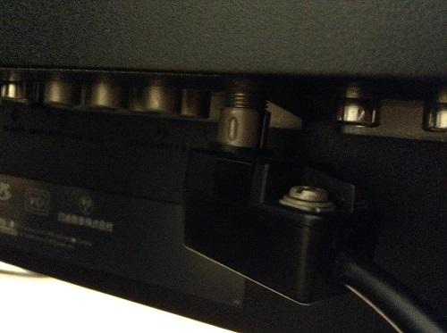 DELL W1900 19インチワイド液晶モニタの「アンテナ/ケーブルTV」端子と接続したファミコンのRF SWITCH
