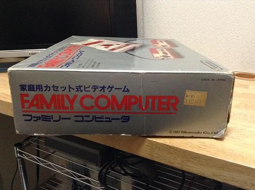 家庭用カセット式ビデオゲーム FAMILY COMPUTER ファミリー コンピュータ ファミコンの箱
