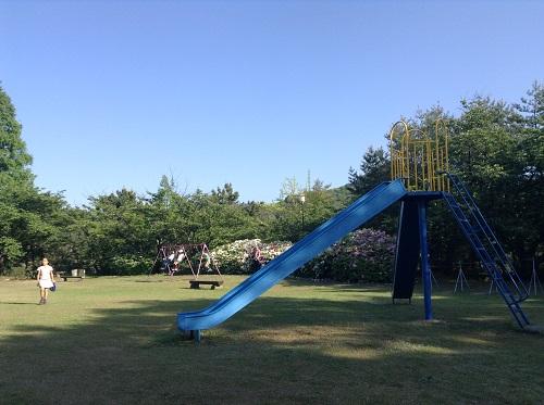 えひめ森林公園 谷上山第2展望台の隣にある公園「自由広場」の滑り台
