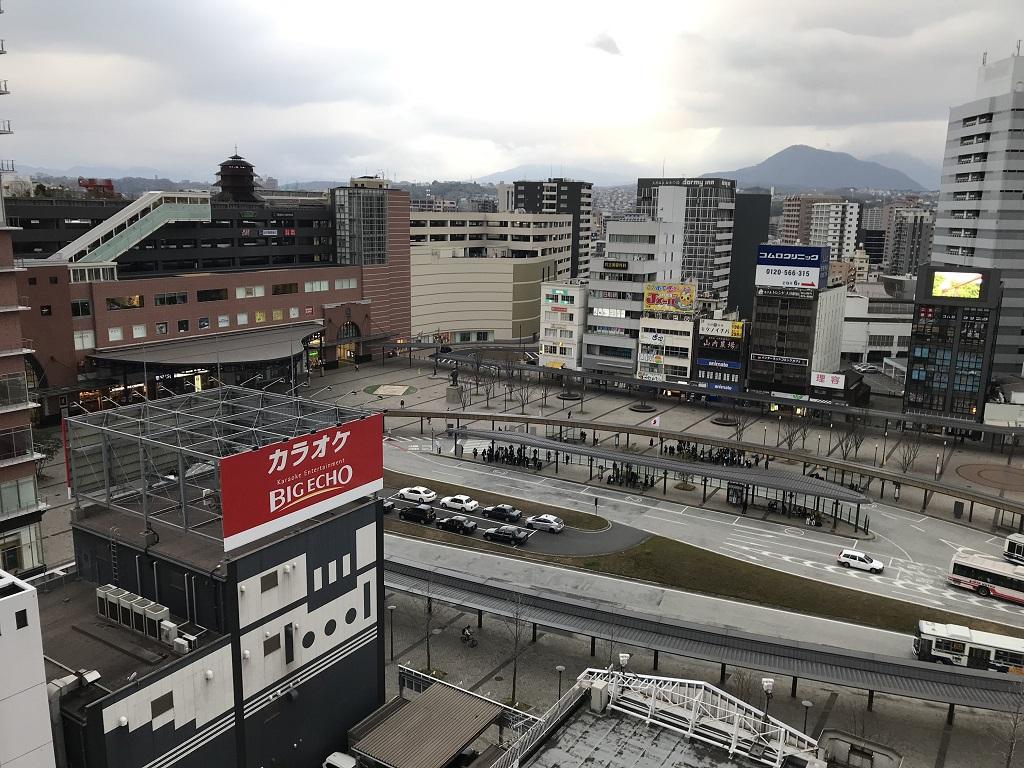 2020年2月 コモドホテル大分 禁煙シングルルーム 12階の部屋から眺めた大分駅前の風景(朝の景色:時刻は午前7時25分頃)