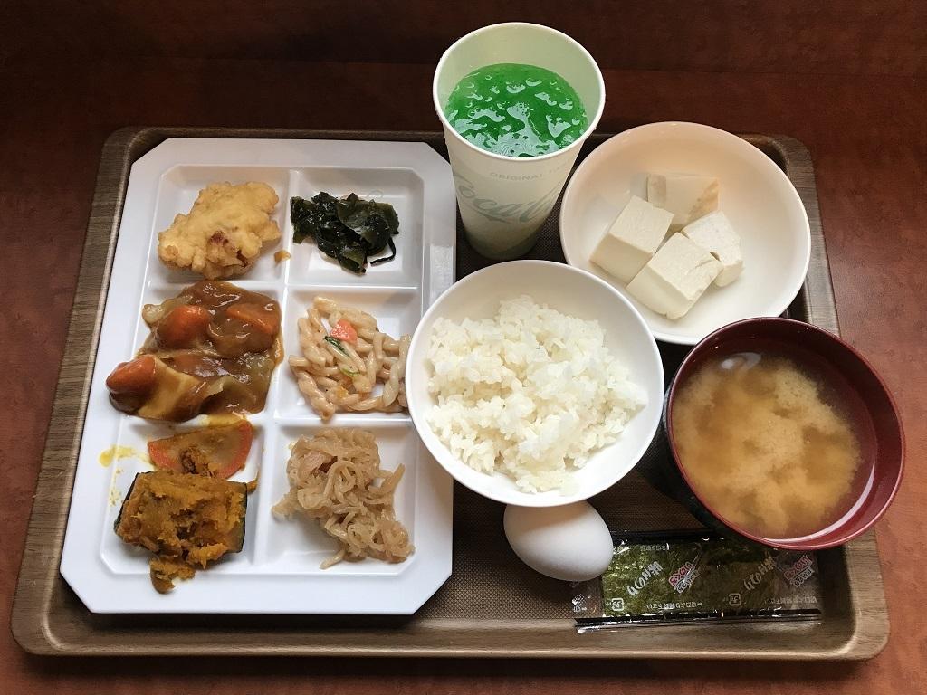 2020年2月 コモドホテル大分 無料朝食バイキングで皿に盛った料理・ジュース