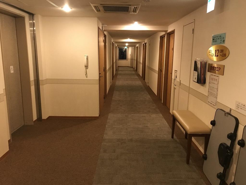 2020年2月 コモドホテル12階 エレベーター前の客室通路