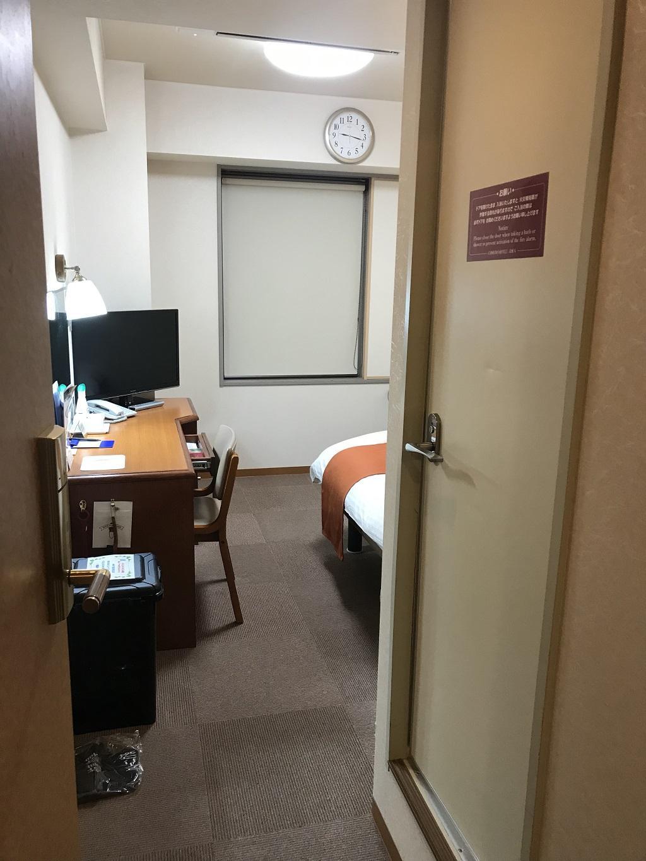 2020年2月 コモドホテル大分 客室入口から見た禁煙シングルルームの室内の様子