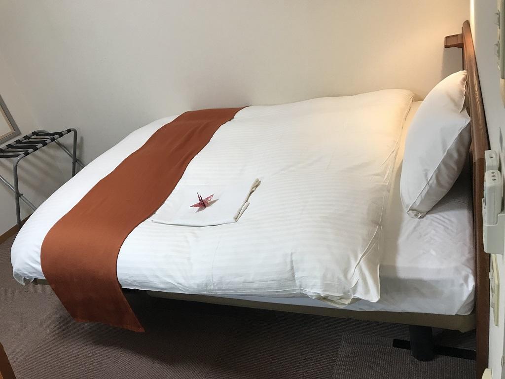 2020年2月 コモドホテル大分 禁煙シングルルーム 横から見たベッド