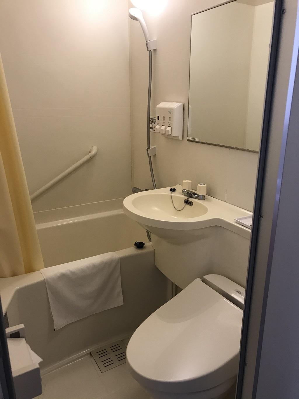 2020年6月 コモドホテル12階 禁煙シングルルーム ユニットバス(浴槽、洗面台、トイレ)