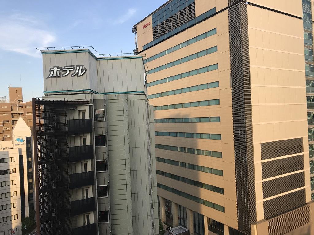 2020年6月 コモドホテル12階 禁煙シングルルームから見た外の景色(ホテルルートイン大分駅前、NTTドコモ大分ビル)
