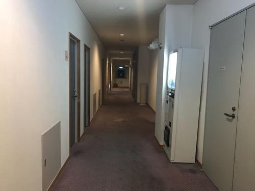 飛騨古川スペランツァホテルの客室前の廊下