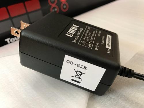 Roland GO:KEYSのACアダプターの側面