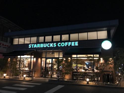 スターバックス松山湊町店の夜の外観
