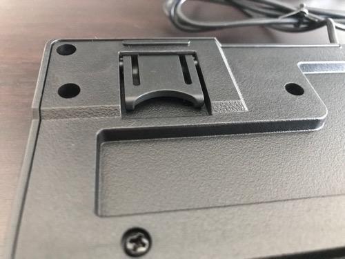 エレコム キーボード 有線 メンブレン式 USB接続 ブラック TK-FFCM01BKの裏側の角度調整爪(閉じた状態)