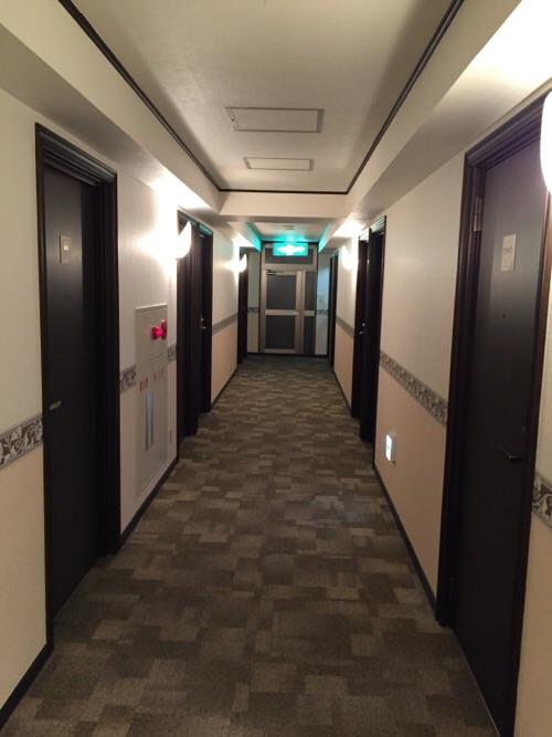 東横イン名古屋丸の内の客室前の屋内廊下